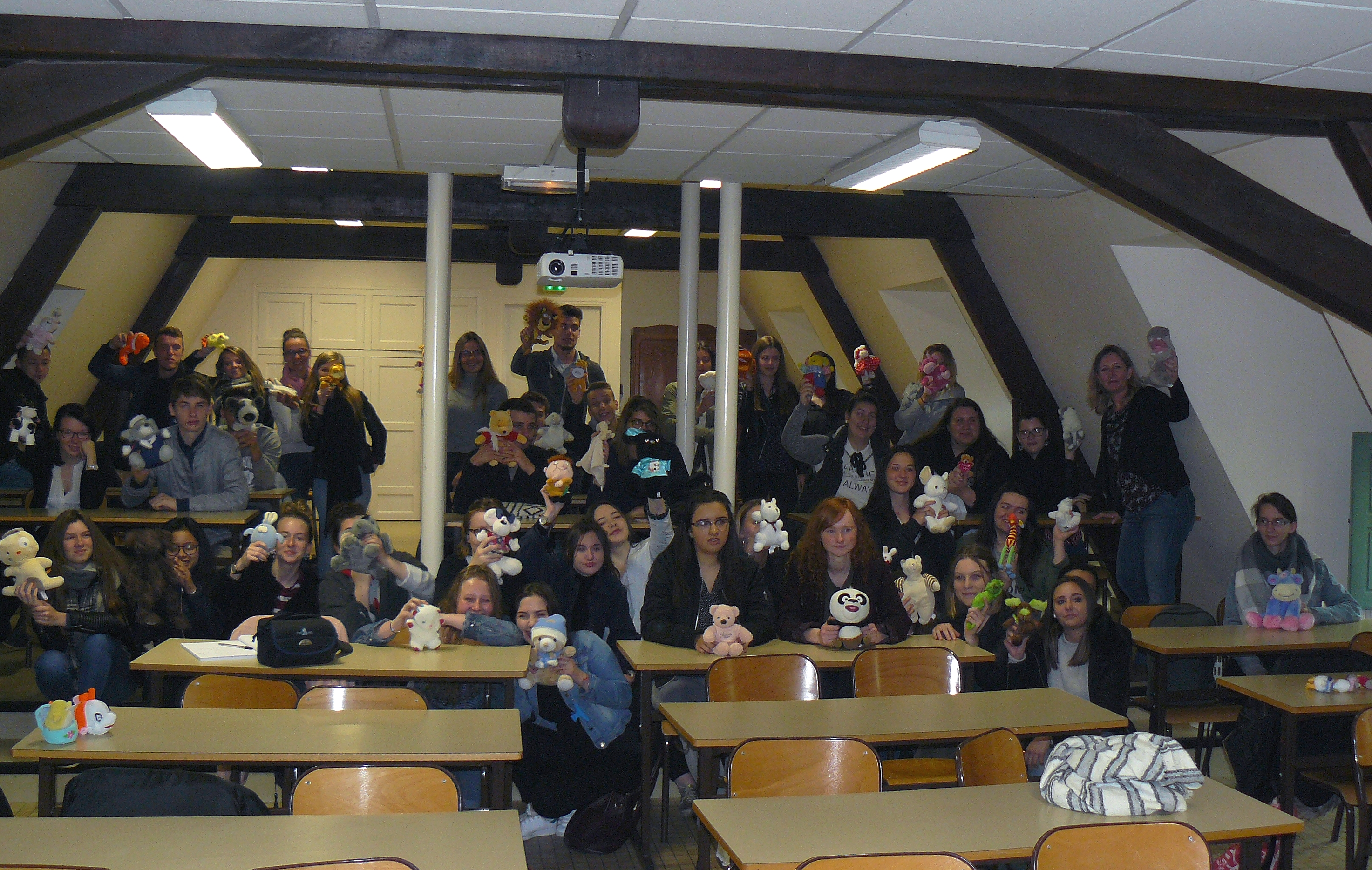 photo-groupe-recade-peluches-avec-mme-gortina